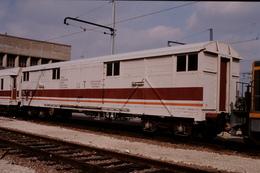 Photo Diapo Diapositive Slide Originale Train Wagon Frein SNCF Du Service T De Saintes Le 03/10/1998 VOIR ZOOM - Diapositives