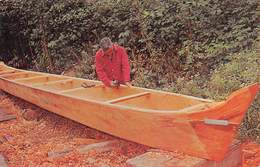 """M08384 """" INDIAN CANOE MAKER-THEODORE HUDSON-QUILLAYUTE INDIAN USES ADZE TO FINISH ......  """" - CARTOLINA  ORIG. NON SPED. - Unclassified"""