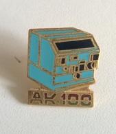 PIN'S AK 100 - Informatique