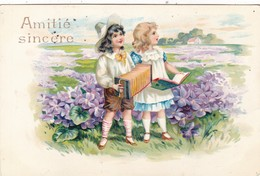 """CARTE FANTAISIE . CPA. ILLUSTRATION. """" AMITIÉ SINCÈRE """" ENFANTS MUSICIENS DANS UN DÉCOR DE PAYSAGE . ANNEE 1906 + TEXTE - Scènes & Paysages"""