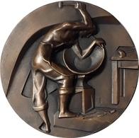 ESPAÑA. MEDALLA DE LA F.N.M.T. DE LA SERIE OFICIOS, DEDICADO A LA CALDERERÍA. ESPAGNE. SPAIN MEDAL - Profesionales/De Sociedad