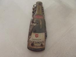Tire Bouchon Decapsuleur Couteau Champagne Germain (couleur Un Peu Passée Parties Metallique Oxydés) - Tire-Bouchons/Décapsuleurs