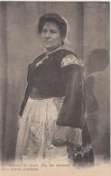 Costume De Jeune Fille Des Environs De Pont Croix, Finistère. CPA état Parfait. Cliché Pas Vu Sur Le Site - Pont-Croix