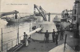 CPA. - Bateaux > Guerre > Pont D'un Croiseur Cuirassé - Daté 1906 - TBE - Guerra
