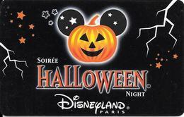 PASS-DISNEY-DISNEYLAND PARIS-30/10/2001-HALLOWEN- NIGHT-V°NARBONI-01/07/HAL-Valide 1jour Le31/10/01--TBE-TRES RARE - Toegangsticket Disney