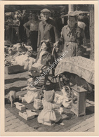 Photographie Argentique Après Guerre - Bruxelles - Vieux Marché - Place Du Jeu De Balle - Poupées Anciennes - Lieux