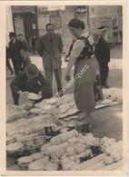 Photographie Argentique Après Guerre - Bruxelles - Vieux Marché - Place Du Jeu De Balle - Faïence - Lieux