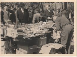 Photographie Argentique Après Guerre - Bruxelles - Vieux Marché - Place Du Jeu De Balle - Livres - Lieux
