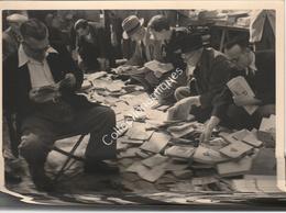 Photographie Argentique Après Guerre - Bruxelles - Vieux Marché - Place Du Jeu De Balle - Livres 2 - Lieux