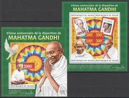 ST2805 2013 NIGER FAMOUS PEOPLE 65TH ANNIVERSARY MAHATMA GANDHI KB+BL MNH - Mahatma Gandhi