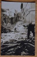 Carte Photo Prise Dans Une Rue En Afrique Du Nord - Algérie ?? - Soldats Français - Séisme ? Guerer ? (n°15704) - Cartes Postales