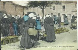 NOIRMOUTIER - La Place De La Mairie Un Jour De Marché - Ile De Noirmoutier