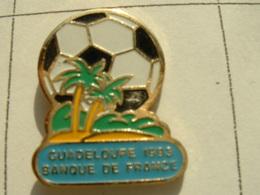 PIN'S FOOTBALL - GUADELOUPE 92 - BANQUE DE FRANCE - Banques