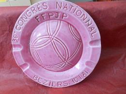PÉTANQUE Et  BOULES - BEZIERS -CENDRIER  En Céramique  Avec Décor Boule  En Relief - Diamètre 15,5cm-  1981 - Bocce