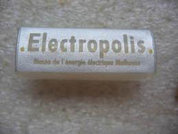 Pin's Du Musée ELECTROPOLIS De Mulhouse. Musée De L'énergie Electrique - Associations
