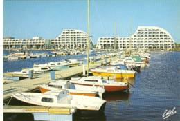 CPM Neuve Port Camargue  Le Port De Plaisance  Au Fond Le  Suffren Et Le Grand Pavois - Frankrijk