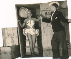 Photo Stalag VIII C Sagan WWII Guerre Travesti Felix Gachet Fol's Sag's G. Joly - Guerre, Militaire