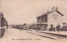 25 - LE VALDAHON - DOUBS - TRAIN ARRIVANT EN GARE - - France
