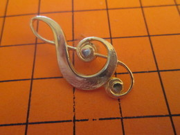 116A PIN'S PINS / Rare Et De Belle Qualité ! / Thème : MUSIQUES / Grand Pin's METAL JAUNE CLE DE SOL - Musique