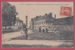 79 - AIRVAULT---La Place Des Promenades Et L'Avenue De La Gare---animé - Airvault