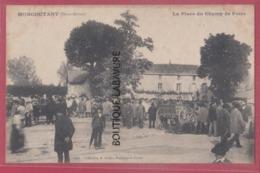 79 - MONCOUTANT---La Place Du Champ De Foire----animation - Moncoutant