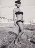 Rita Maiden En Maillot De Bain Actrice Française - Personnes Identifiées