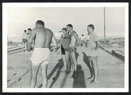 Photo Ancienne 1966 Snapshot 12 X 9 - Hommes Qui Jouent Aux Boules De Pétanque Sh59 - Anonymous Persons