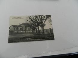 Cp  St  Alban De Roche  Place  Et  Ecole  De Garçons - Andere Gemeenten