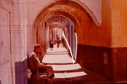 Diapositive Tunisie, Bizerte, Steegje In Medina, Ruelle Dans La Medina - Diapositives
