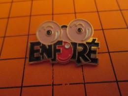 810i PIN'S PINS / Rare Et De Belle Qualité ! / Thème : PERSONNES CELEBRES / COLUCHE ENFOIRé ! - Personnes Célèbres