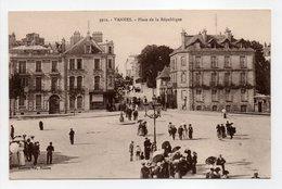 - CPA VANNES (56) - Place De La République (belle Animation) - Collection Laurent-Nel 3912 - - Vannes