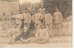 Carte Photo De Militaires ( Soldats Et Gradés ) Juste Avant Le Départ Sur Le Front En 1917 En Partance De VERSAILLES - War 1914-18