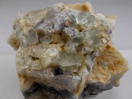 CUBES DE FLUORINE BLEU PALE SUR CALCEDOINE 6 X 7, CM JOSAT - Minéraux