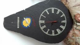 PENDULE MURALE LA REUNION - ARDOISE 48X30 CM - Bijoux & Horlogerie