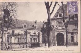 CPA - 182.LAVAL Entrée Du Château - Le Porche Et Le Palais De Justice - Laval