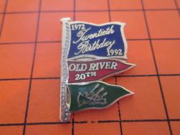 116c  PIN'S PINS / Rare Et De Belle Qualité ! / Thème : SPORTS / CANOE 1972 1992 20TH BIRTHDAY DRAPEAUX - Canoeing, Kayak