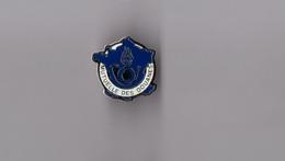 Pin's Police / Mutuelle Des Douanes (base Argentée) Hauteur: 1,9 Cm - Police