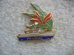 Pin's De La Frégate PRAIRIAL à TAHITI Avec Ses Fleurs De Vanille - Bateaux