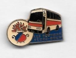 Pin's  Ville, Transport  LES  ROUTIERS  FEURS - BOEN  ( 42 ) - Transports