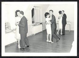 Photo Ancienne 60's Snapshot 12 X 9 - Danse De Couple Sh79 - Anonymous Persons
