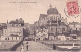CPA - Mayenne La Basilique Et La Grande Rue - Mayenne