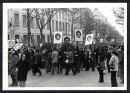 Photo Ancienne 1972 Snapshot 12 X 9 - Paris Cortège Lors Des Obsèques De Pierre Overney Renault Sh91 - Places