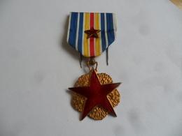 (Militaria - 1916 +++.....) -   Médaille Des Blessés De Guerre  (1er Modèle Avec 2ème étoile....) ..........voir Scans - France