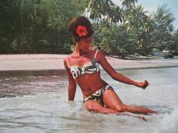 CPSM Cpa CP Pin Up Vahiné POLYNESIE Française TAHITI Femme Thème Nude Nu Beauté Women 1970 PAPEETE VAHINE  ENNES Obl - Polynésie Française