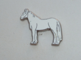 Pin's BEAU CHEVAL BLANC - Animaux