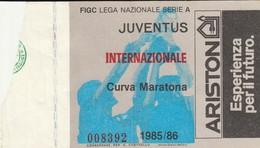 """VECCHIO BIGLIETTO PARTITA DI CALCIO SERIE A - """"JUVENTUS/INTERNAZIONALE"""" 1985/86 - CURVA MARATONA - LEGGI - Biglietti D'ingresso"""