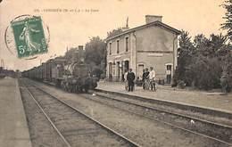 49 - Combrée - La Gare (animée Train....voir Coin Supérieur) - Autres Communes