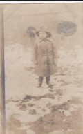 AN34 Children - Young Girl In The Snow - Children And Family Groups
