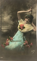 (520) Vive Marie - Meisje Op De Schommel Tussen De Bloemen - Wit Blauw Kleed - 1911 - Fête Des Mères