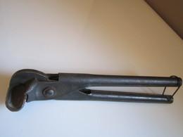 RARE PINCE A PLOMB Pour Ancien Câble électrique Au Plomb Afin De Le Plier Marque NOVA 11MM LONGUEUR 25CM - Tools